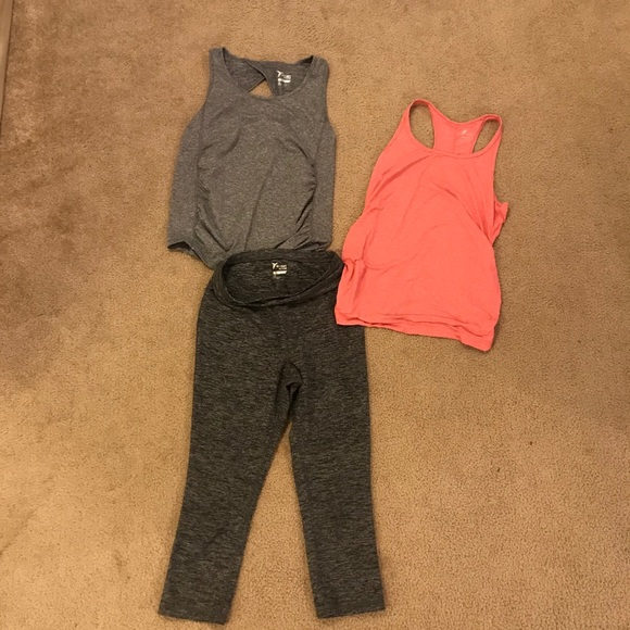 Old navy maternity workout clothes (lot of 3)